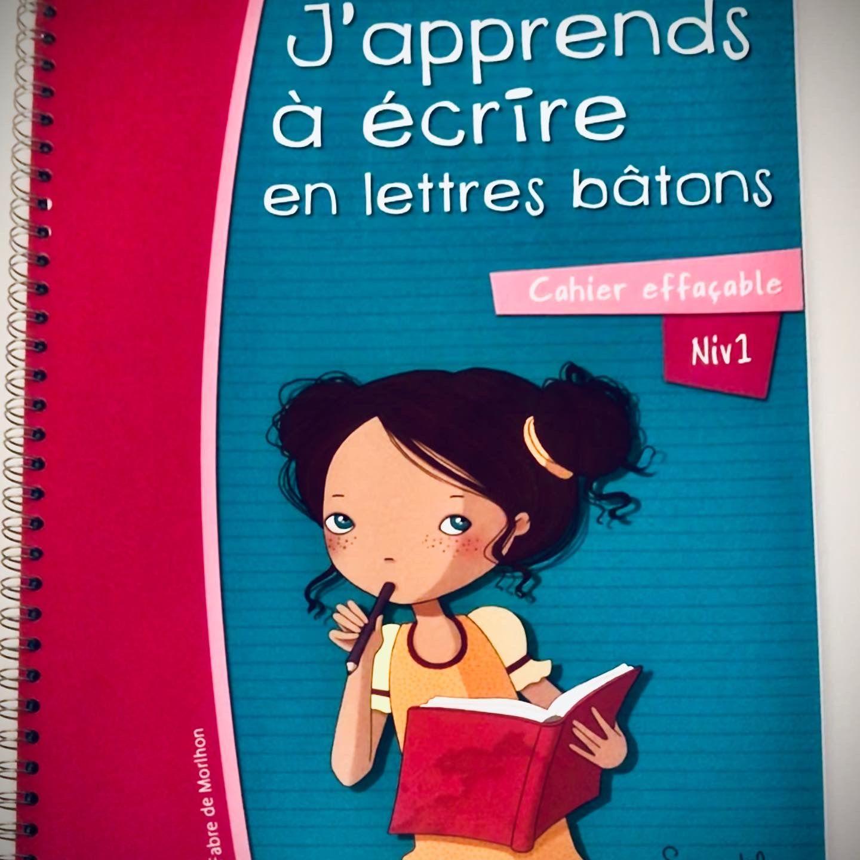 J'apprends à écrire En Lettres Majuscules Bâtons