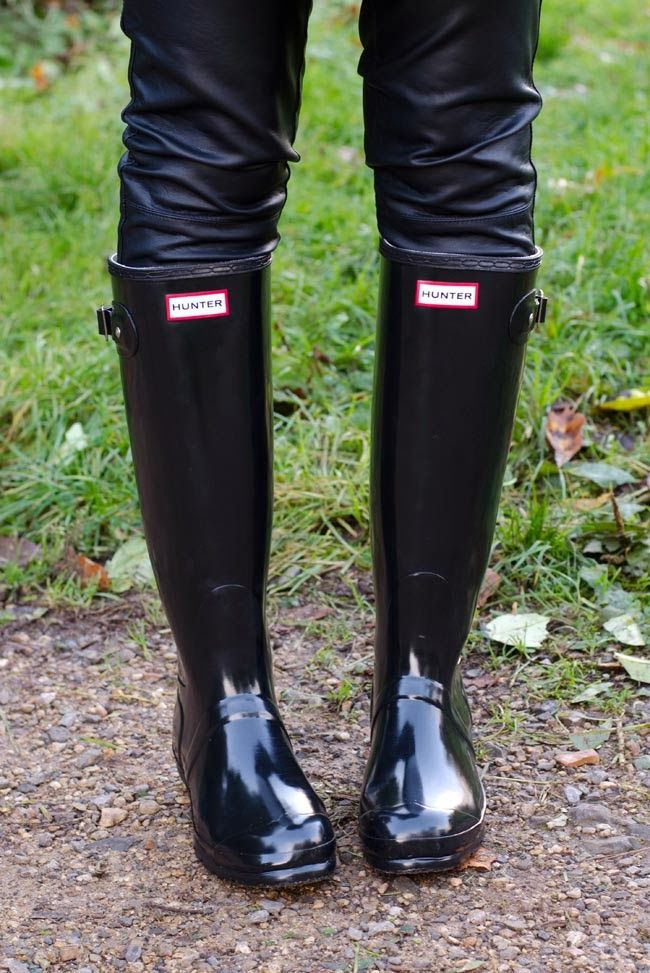 6847294c9f5 Glossy black Hunter boots. I love my yellow wellies for spring ...