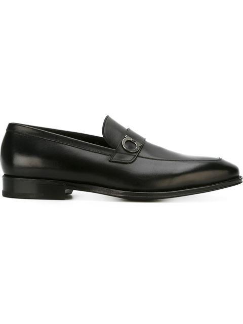 SALVATORE FERRAGAMO Gancini Loafers. #salvatoreferragamo #shoes #flats