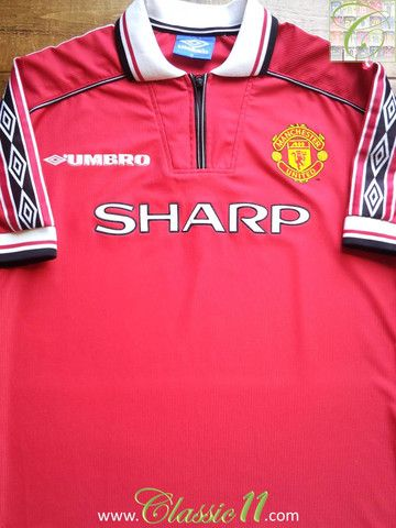 Relive Manchester United S 1998 1999 Season With This Vintage Umbro Home Football Shirt Classic Football Shirts Football Shirts Manchester United Football