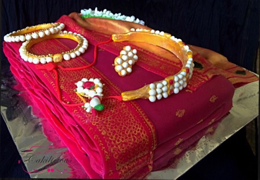 Mehndi Cake Birmingham : A traditional saree and jewellery cake by tanvi sovani
