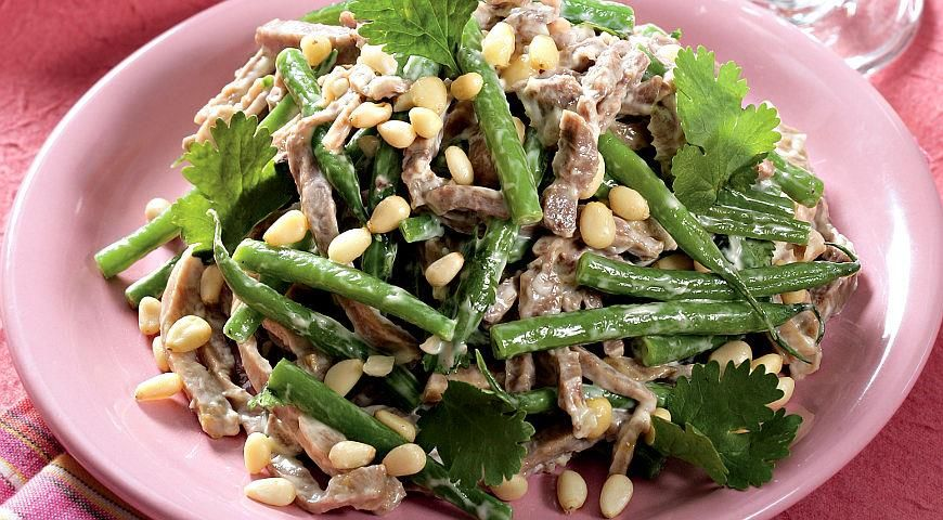 Салат из языка с орехами и зеленой фасолью   Рецепт ...