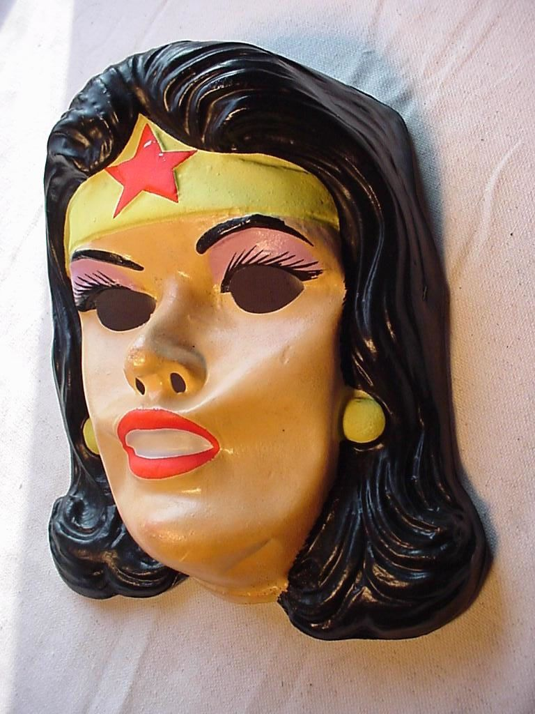 I had this Wonder Woman Halloween mask when I was a kid. | Wonder ...