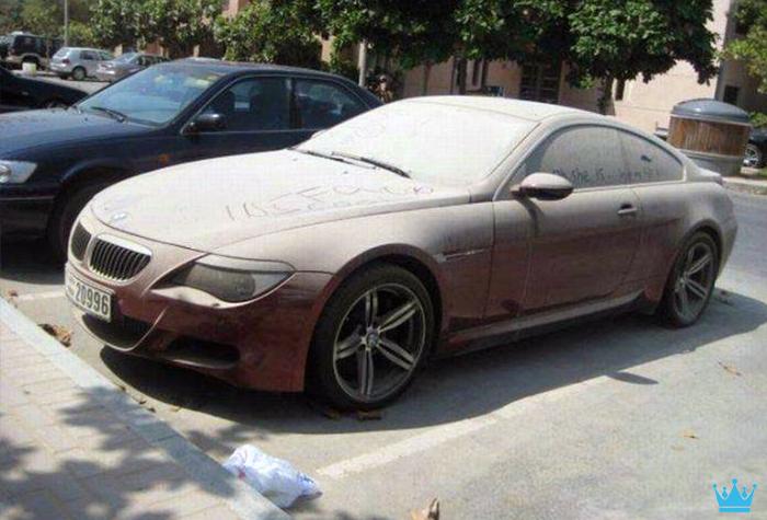 Luxury Car Graveyard In Dubai Makes Car Lovers Cry Ealuxe Com Luxury Cars Abandoned Cars In Dubai Abandoned Cars