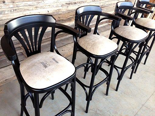 Interior design recupero sgabello interamente in legno con seduta