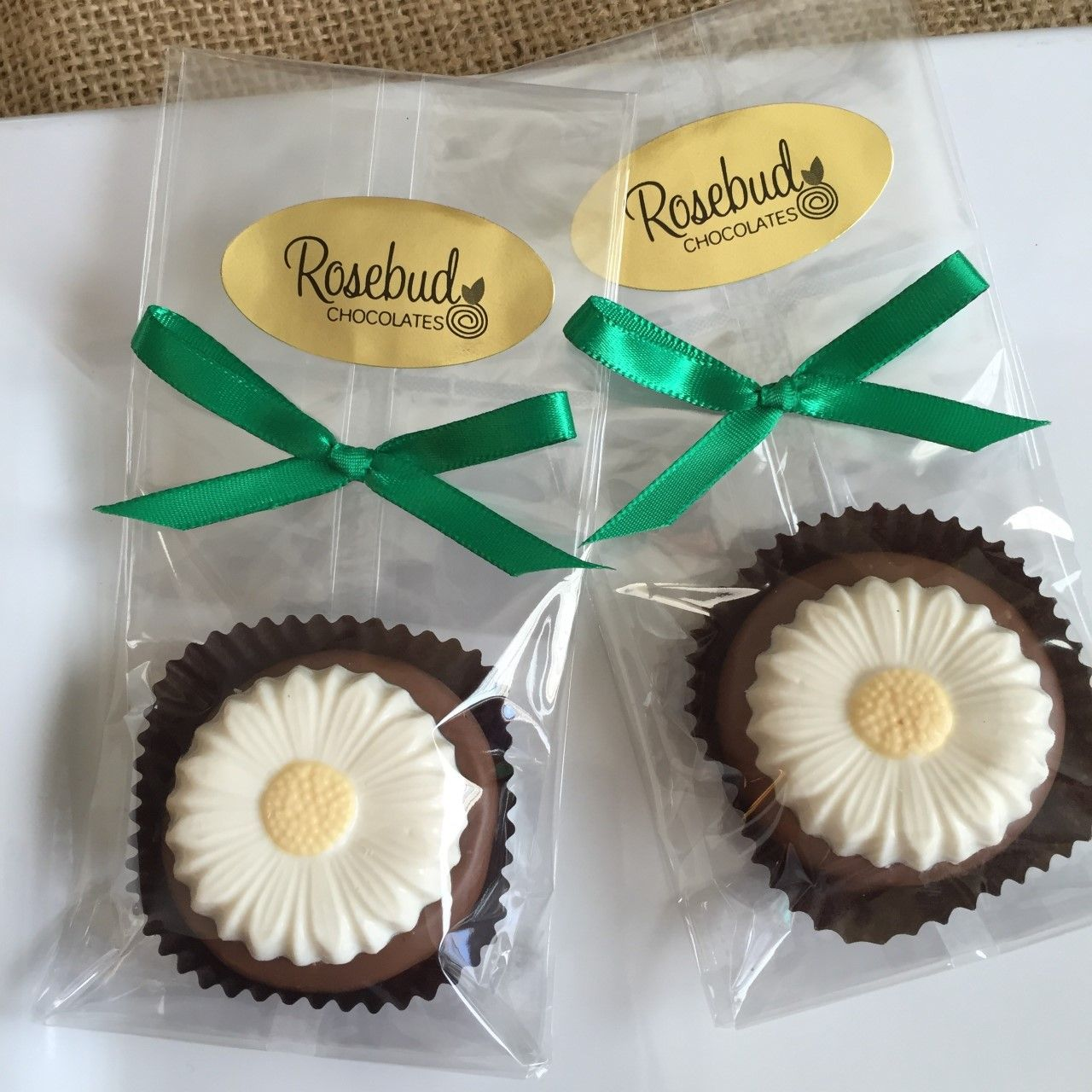 Milk Chocolate White Daisy Oreo Cookie Favors... Flowers, Daisies, Birthday Party Candy, Dessert Table, Candy Buffet www.rosebudchocolates.com
