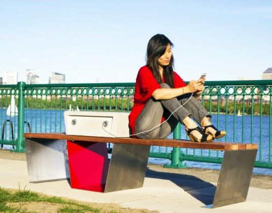 Boston S Solar Powered Soofa Benches Charge Devices And Monitor The Local Environment Inhabitat Solar Power Solar Charging Solar