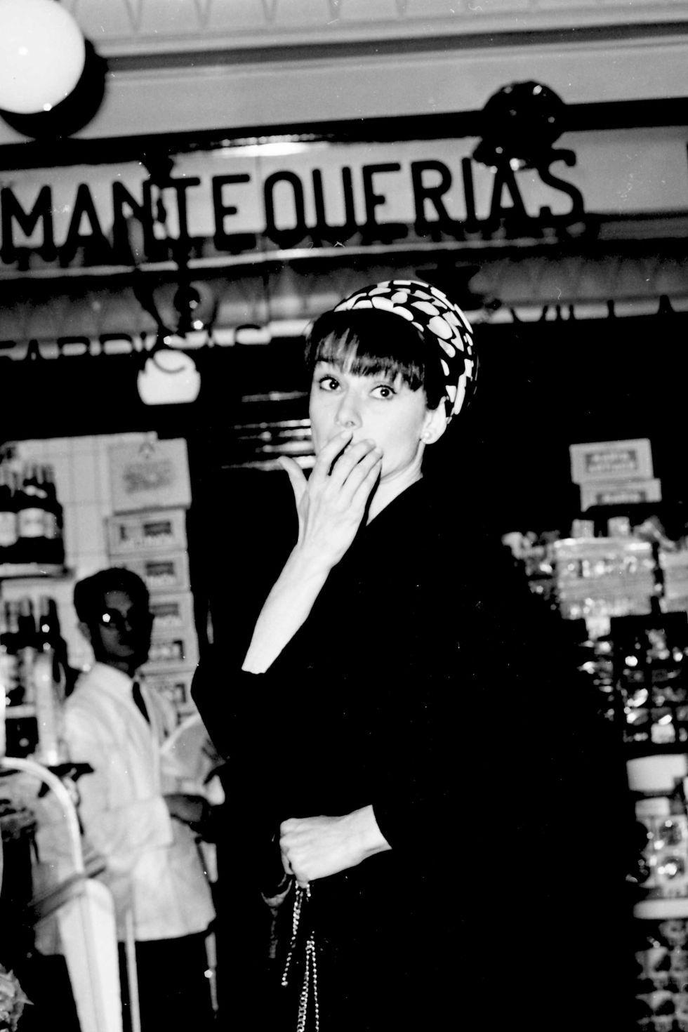 Shopping in Madrid. Audrey Hepburn