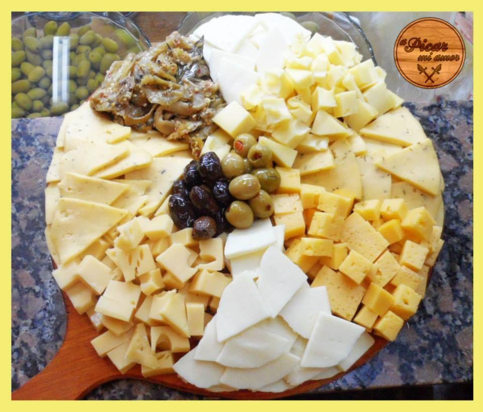 Elegí tus quesos preferidos y nosotros te armamos la tabla!  www.apicarmiamor.com.ar