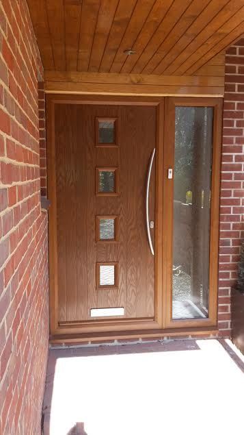 4 Square Glazed Composite Front Door In Oak With Bow Handle Modern