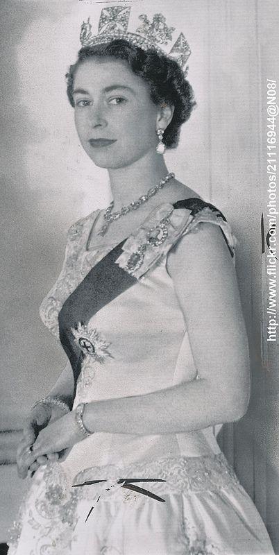 Official Portrait 1956 In 2021 Queen Elizabeth Ii Her Majesty The Queen Queen Elizabeth