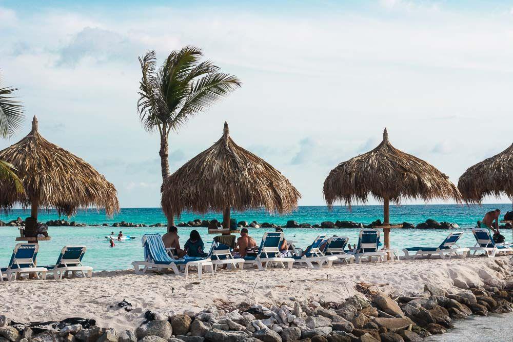 A praia dos Flamingos é um dos programas incontornáveis de Aruba. Destino mais do que perfeito para aquela viagem romântica dos sonhos! Vem ver mais no blog! :* Flamingo Beach is one of the hot spots of Aruba. Such an amazing destination for romance! Foto: Inspire Blog | Hotel Renaissance Aruba Resort #viagem #travel #wanderlust #wanderer #honeymoon #luademel #viagemdossonhos
