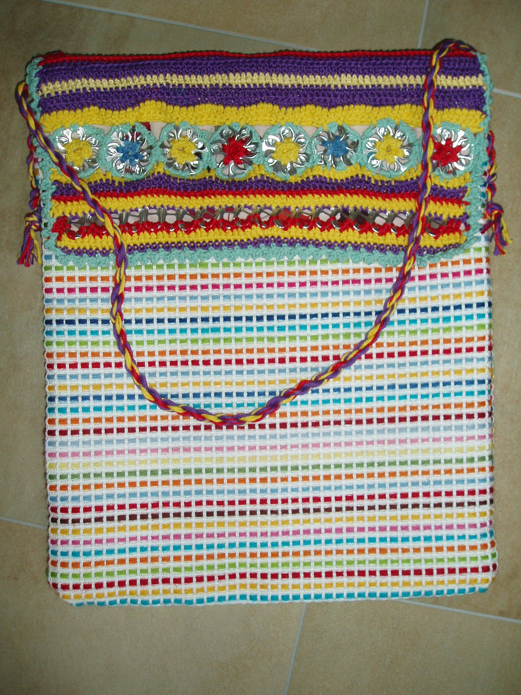 Tas met gehaakte klep met daarin bliklipjes verwerkt