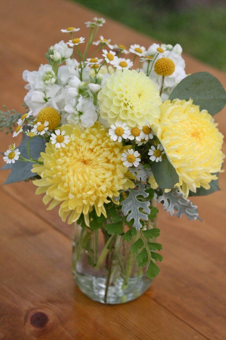 Centro flores blancas limones para mesa de boda buscar - Centros de mesa con limones ...