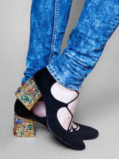 ec18328c446128 Bunte Glitzerabsätze sind der perfekte Hingucker für schwarze Schuhe. So  kannst du sie einfach selbst machen.