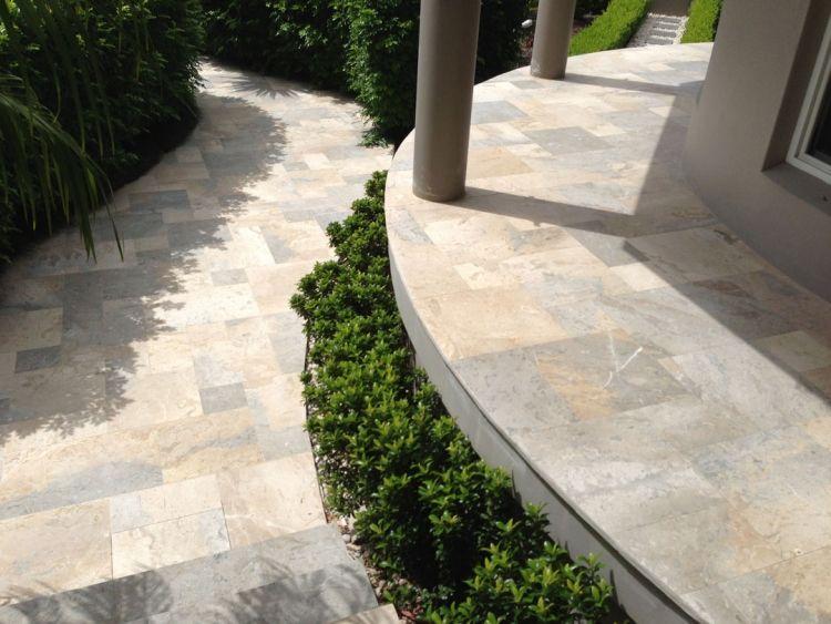 steinplatten-terrasse-terrassenplatten-kalkstein-garten-buchsbaum, Hause und Garten