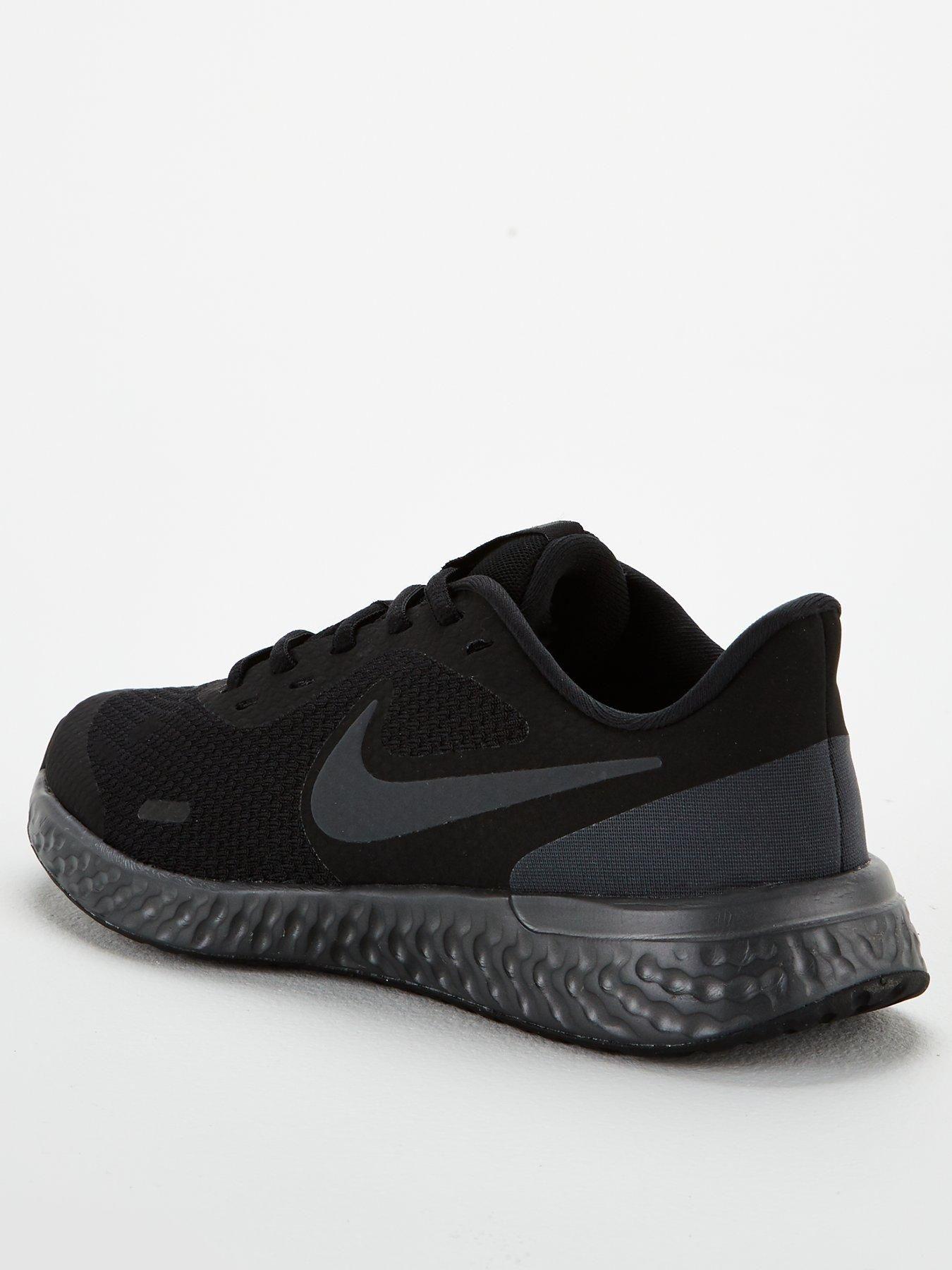 black nike trainers 5.5