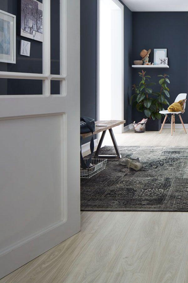 heller holz fu boden blaue wand vinylboden fu boden. Black Bedroom Furniture Sets. Home Design Ideas