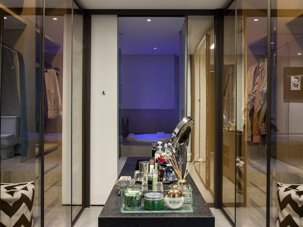 60 Closets Com Banheiros Integrados Fotos Lindas Piso Quarto  ~ Quarto Integrado Com Banheiro E Modelo De Quarto De Casal