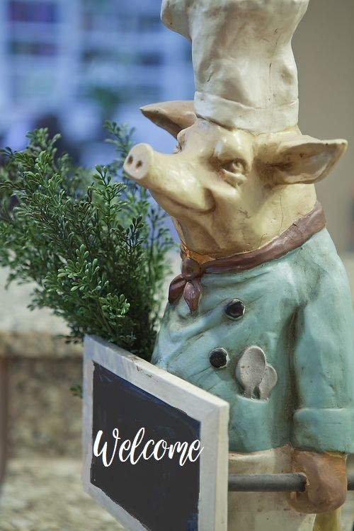 Beau Discover Ideas About Pig Kitchen Decor