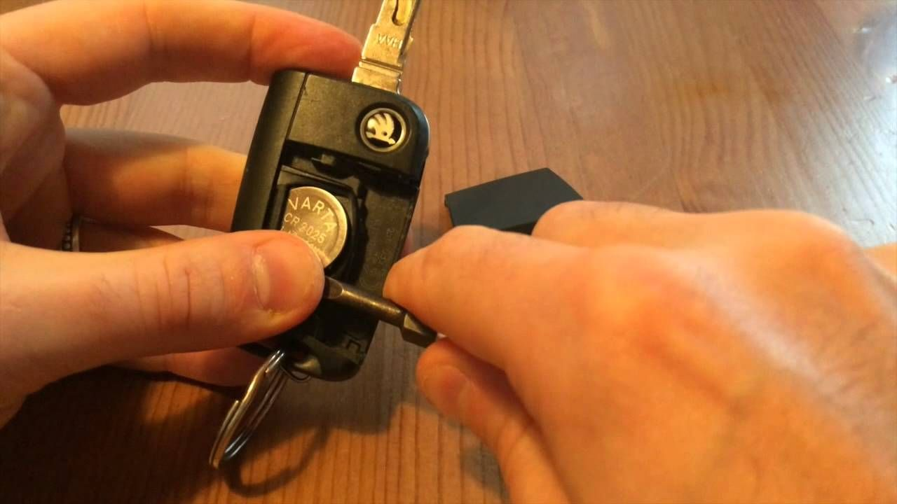 It Is Simple To Change The Battery In The Skoda Octavia Key Which - Audi car key battery