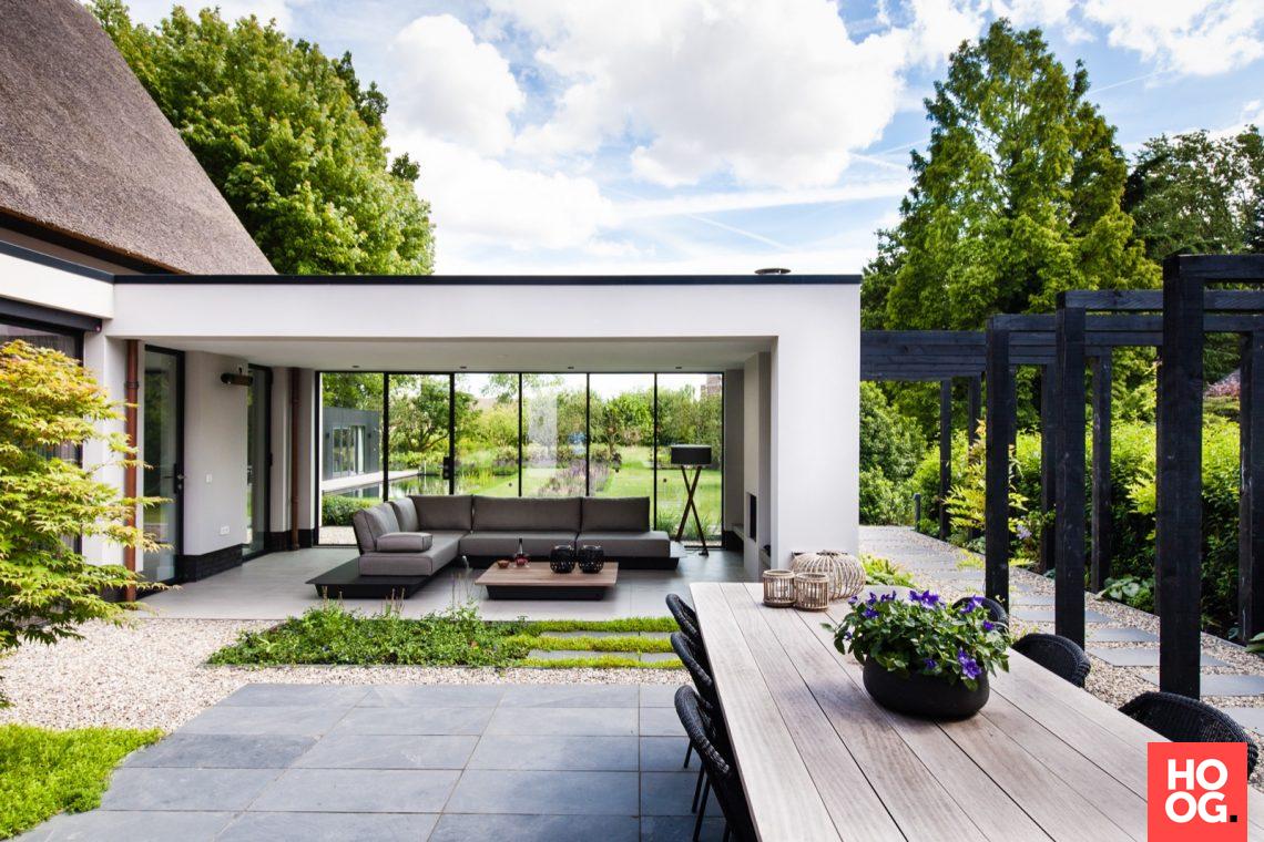 Modern villa garden in Capelle aan den IJssel sign