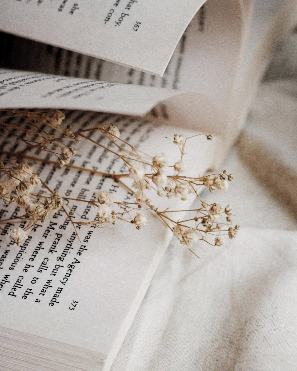 Introverted Bookworm In 2020 Book Aesthetic Book Photography Book Wallpaper