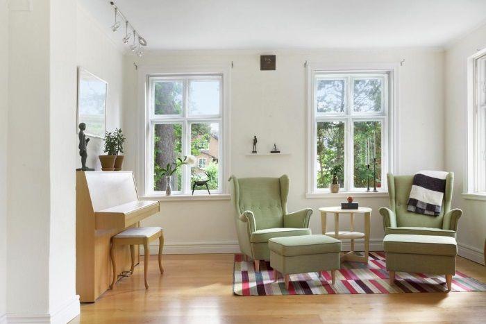 Kolme kotia - Three Homes  Päivän kotien sisustuksista löytyy monta mielenkiintoista ideaa, kutenesim. toisen kodin ruokailutilan yläpuole...
