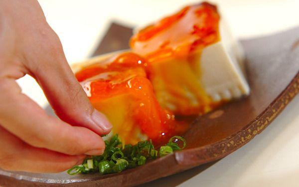 黄金色に輝く絶品卵で夏バテ知らず! しょうゆ卵の冷奴 - 【E・レシピ】料理のプロが作る簡単レシピ[2/2ページ]