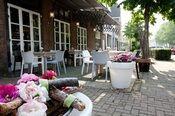 Linge Hotel Elst  Description: Een vriendelijk en tegelijkertijd functioneel hotel aan de rand van de Veluwe op ca. 5 km van de steden Arnhem (Geldredome) en Nijmegen. Linge Hotel Elst beschikt over kamers met douche en/of bad toilet telefoon satelliet televisie en gratis internet. Ontbijt wordt als uitgebreid buffet geserveerd. Het hotel beschikt over een bruidssuite en mindervalidenkamer (beiden op aanvraag). - Het hotel beschikt niet over een 24-uurs receptie de uiterste inchecktijd is…