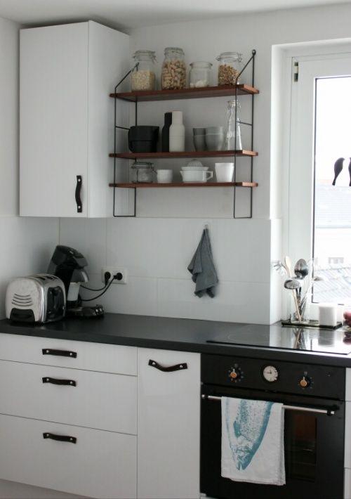 ein sch nes k chen diy t rgriffe aus leder in der k che. Black Bedroom Furniture Sets. Home Design Ideas