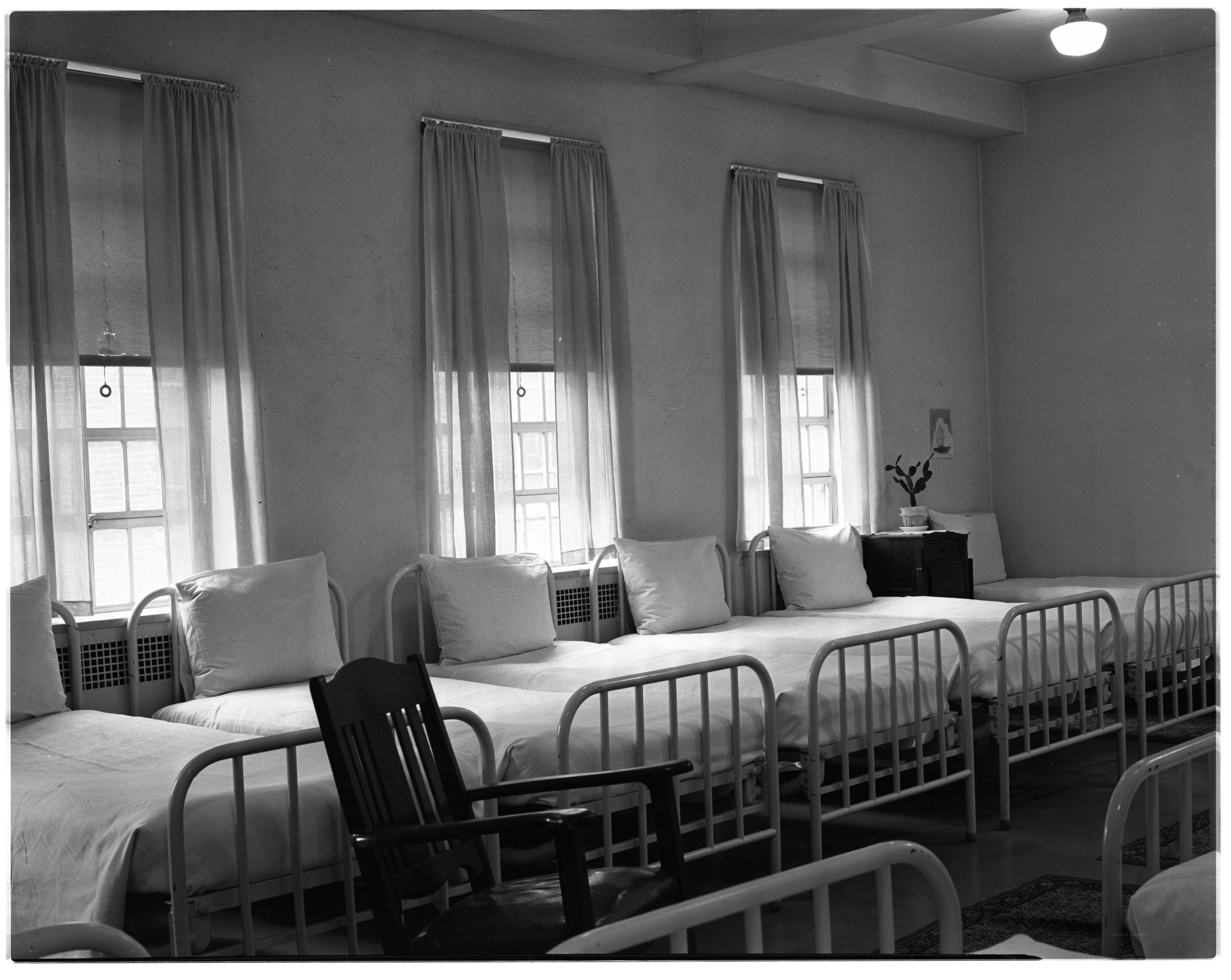 Pin by TONYAN on 悬崖内景 Room, Furniture, Hospital room