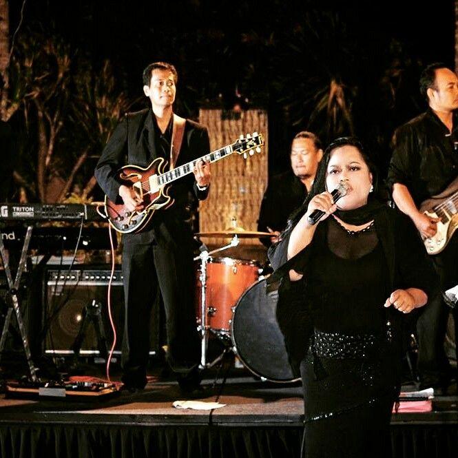 Bali Wedding Band Jazz Marlyn Rahayu Singer Bilingual Mc Www Biz At St Regist