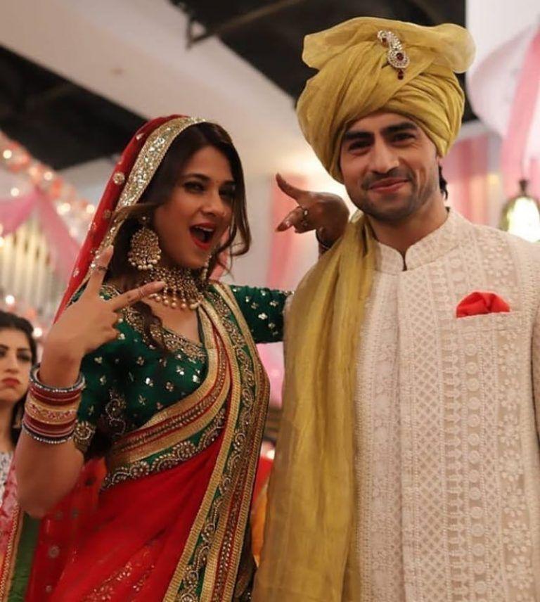 51 Wedding Couple Portraits To Bookmark Right Away Indian Wedding Couple Indian Wedding Poses Romantic Photoshoot