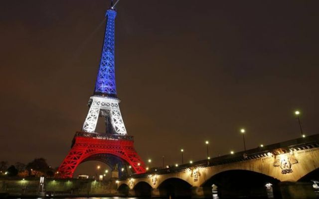 Pareti Esterne Illuminate : La torre eiffel si riaccende di speranza video #paris dal mondo
