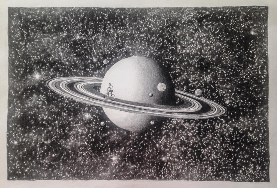 Tour de Saturno - lápis grafite sobre papel  59x42cm  Você me diz por que tantas voltas e eu te pergunto o que no mundo, voltas não dá? A lua, o gato, a viagem, o amor. Porque a cada já não sou mais quem fui e em todas, estou a olhar uma estrela. E quantas são as estrelas...!