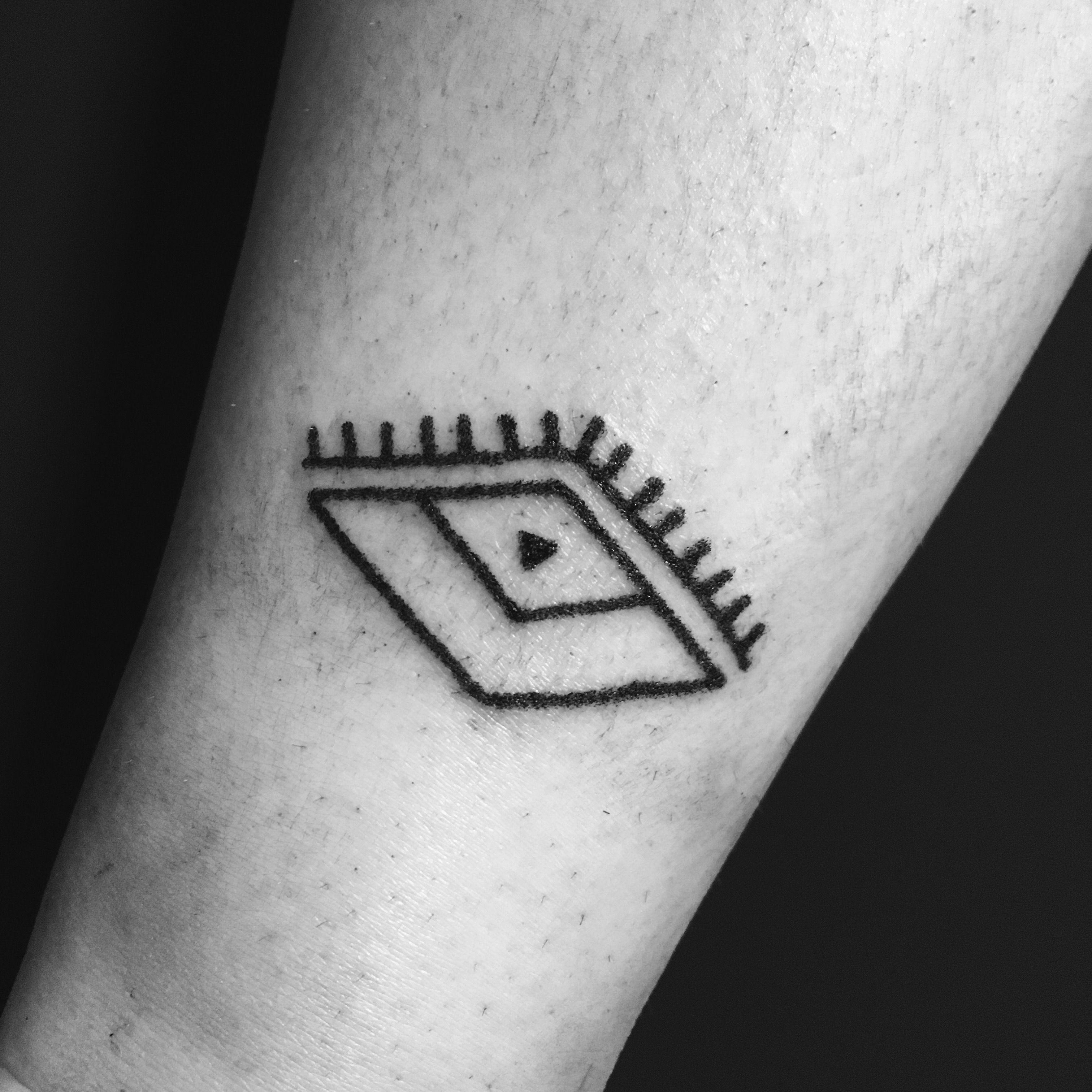 Geometric Eye Hand Poke Tattoo Megsmootattoo Poke Tattoo