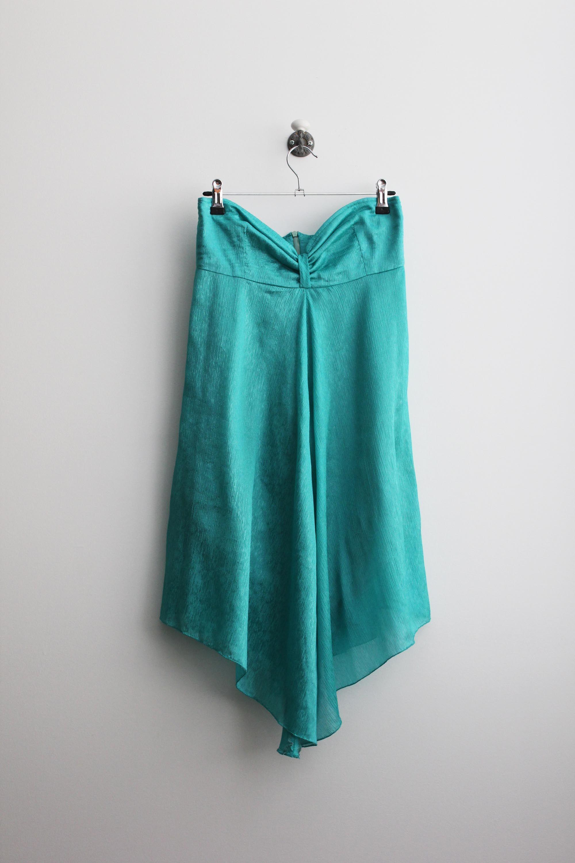 Vestido cai-cai num tecido verde água lindo. Ideal para as festas de Verão que aí vêm! ;)