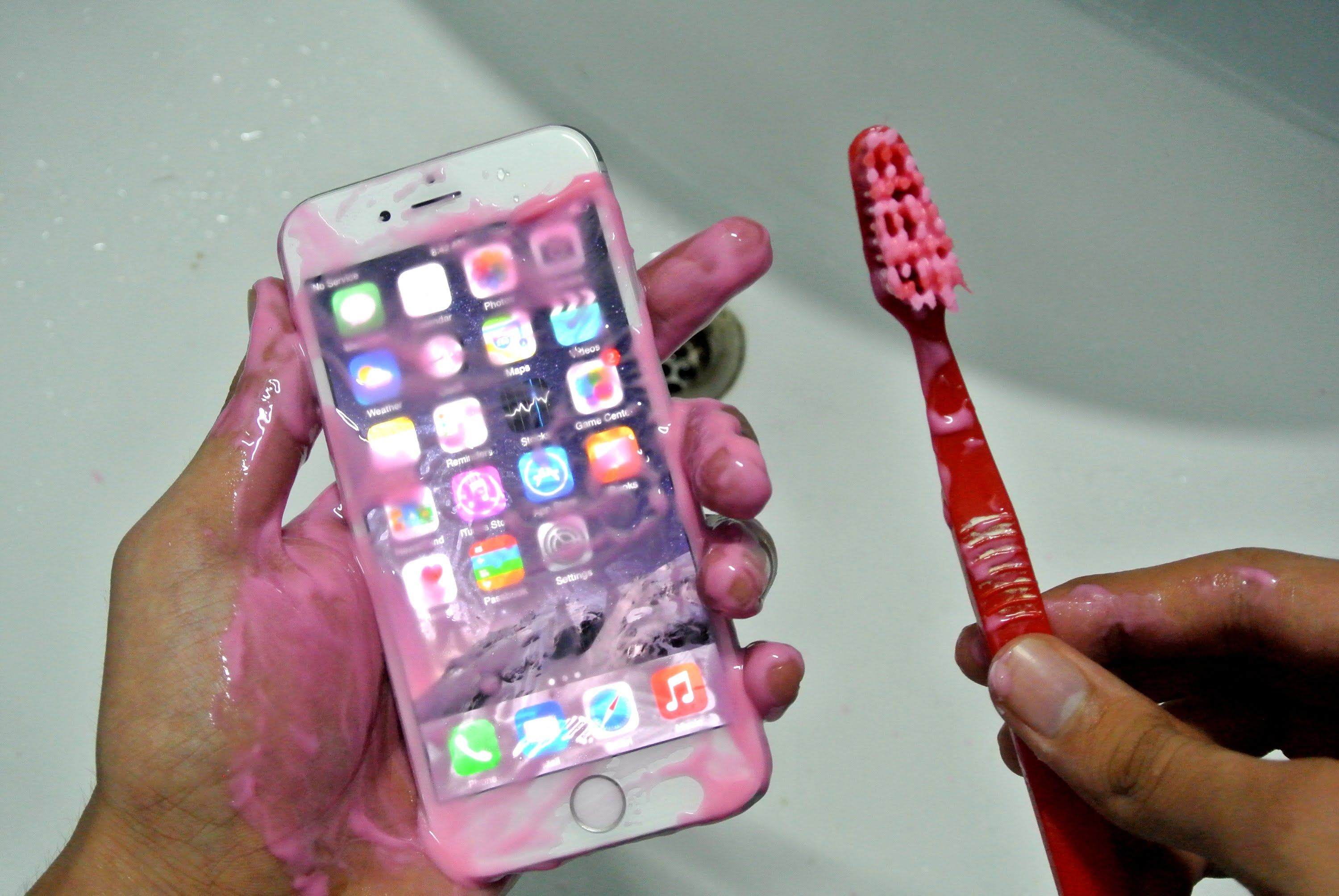 how to remove scratches from phone screen with toothpaste