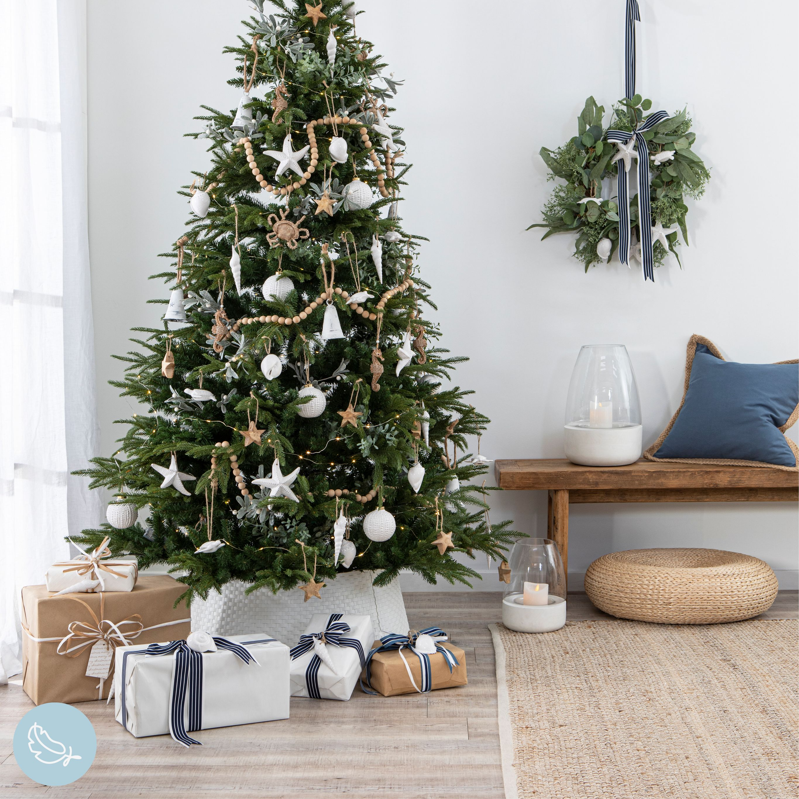 Whether you live beside the coast or love the seaside, adorn your Christmas tree this year with stunning coastal Christmas decorations! #christmas #xmas #gifts #christmasdecor #xmasdecor #christmasdinner #christmastable #christmashome #christmasstyle #holidaydecor #holidaygifts #holiday #christmasshoppingonline #holidayparty #christmasdecorations
