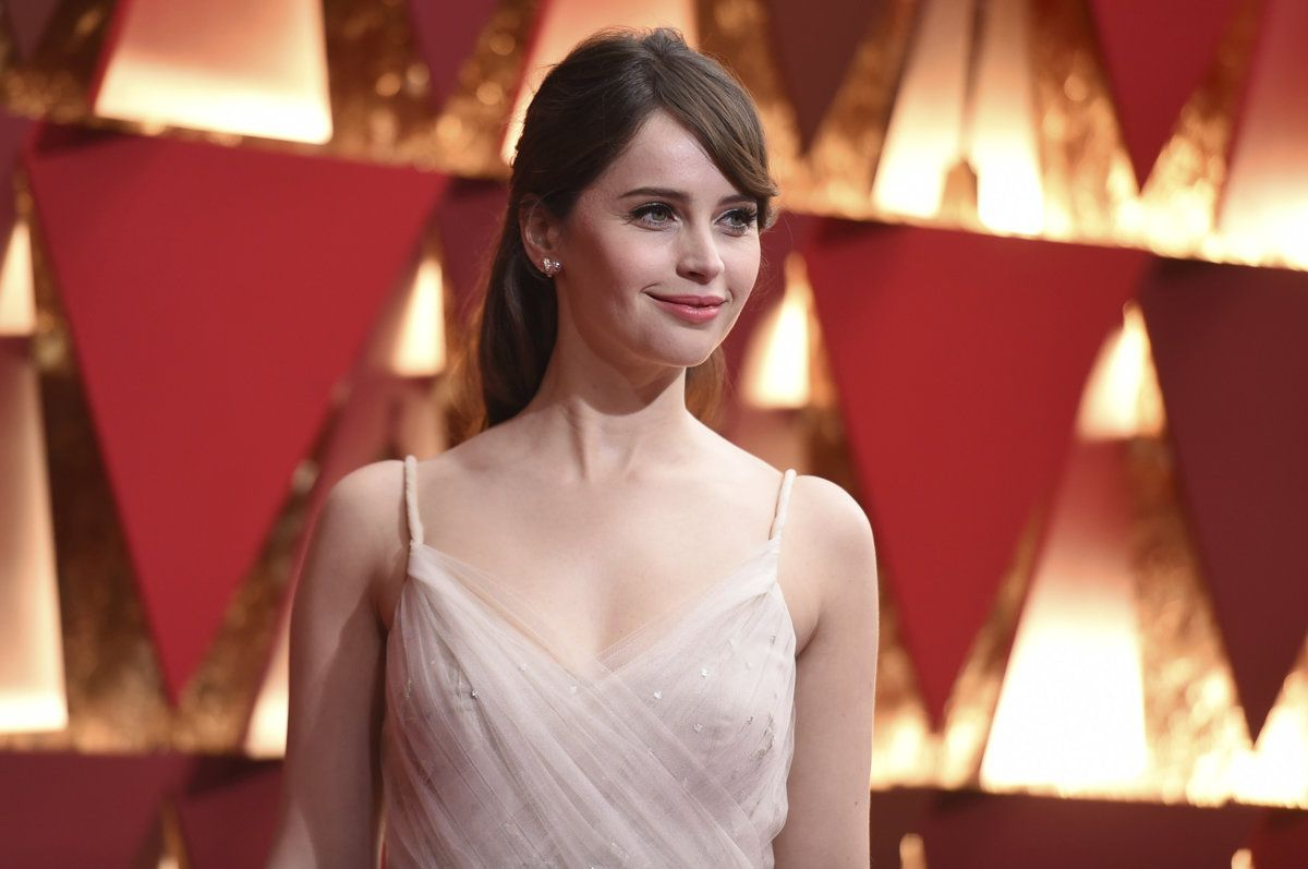 Móda na Oscaroch 2017: Kto zvíťazí svojim štýlom? Celebrity sa zišli na najprestížnejšom odovzdávaní filmových cien, niektoré by si zaslúžili zlatú sošku aj za štýl.