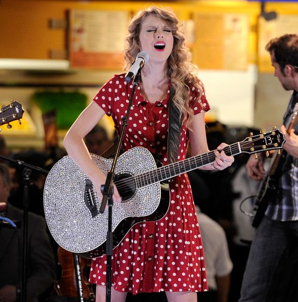 Taylor Swift Photos Photos: JetBlue's Live From T5 Concert