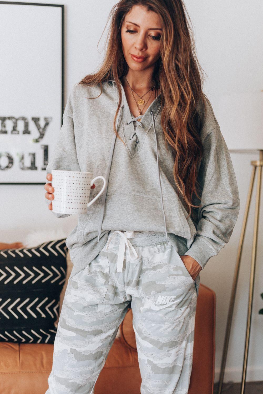25 Stylish Lounge Outfits With Sweatpants Sweatpants Casual Lounge Casual Fall Outfits Jcpenny Outfits Lounge Wear Stylish [ 1500 x 1000 Pixel ]