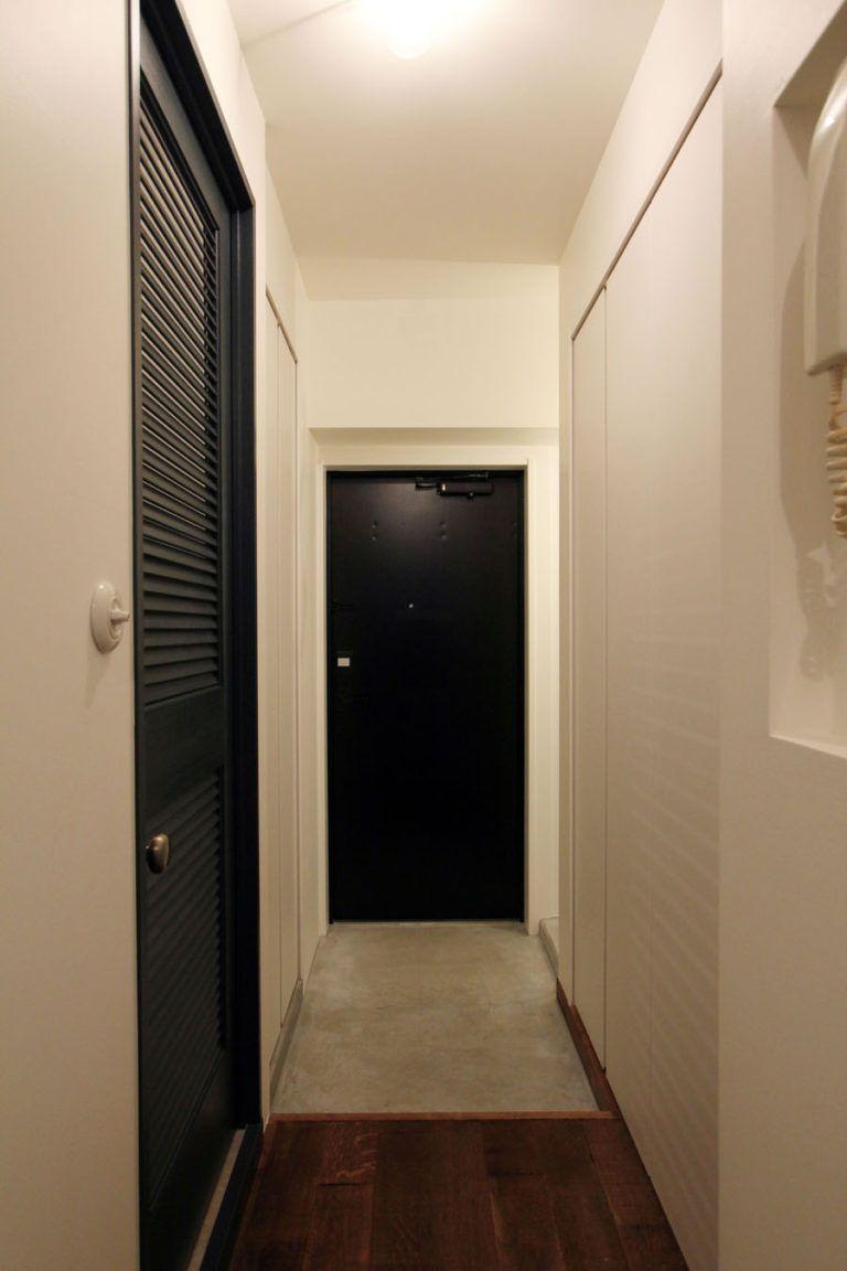 インダストリアルモダンなsohofieldgarage 玄関 マンション 玄関