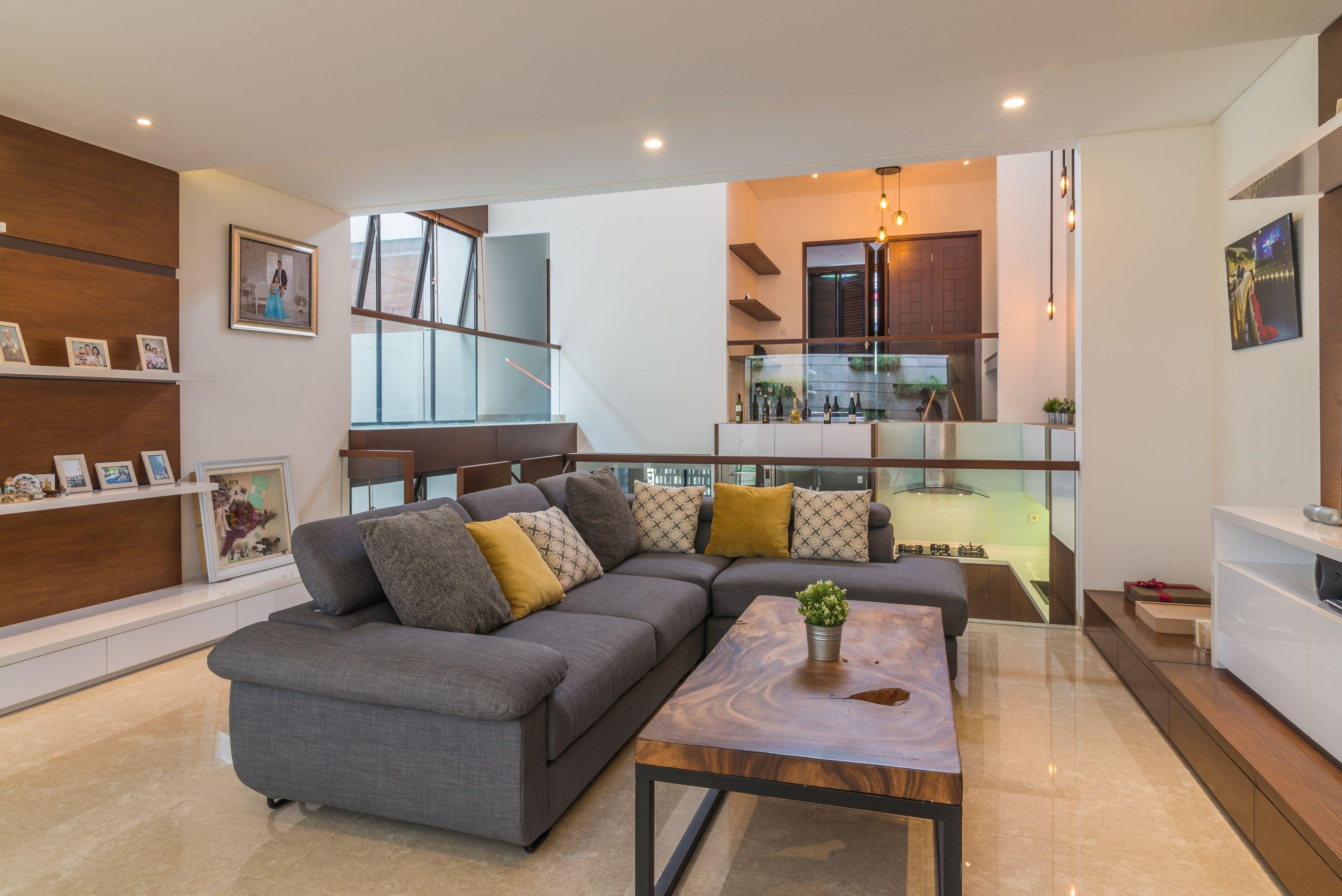 Tambahan Bantal Pada Sofa Memperindah Tampilan Desain Ruang Tamu Portofolio By Arch Id