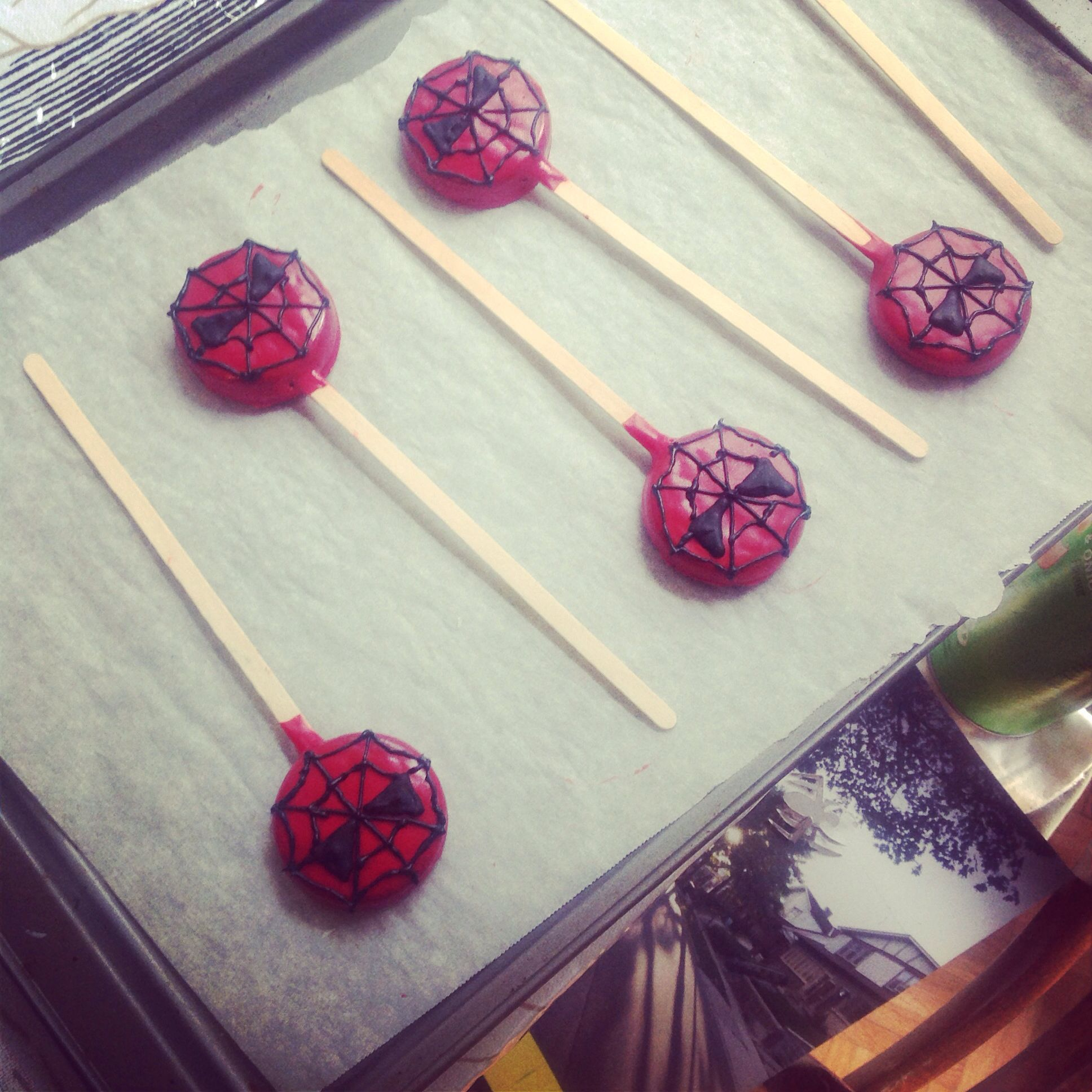 Spiderman chocolate covered Oreos. | Spiderman party ideas ...