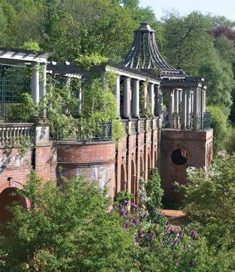 London Gardens Ten Of The Best London Garden Garden On A Hill Pergola