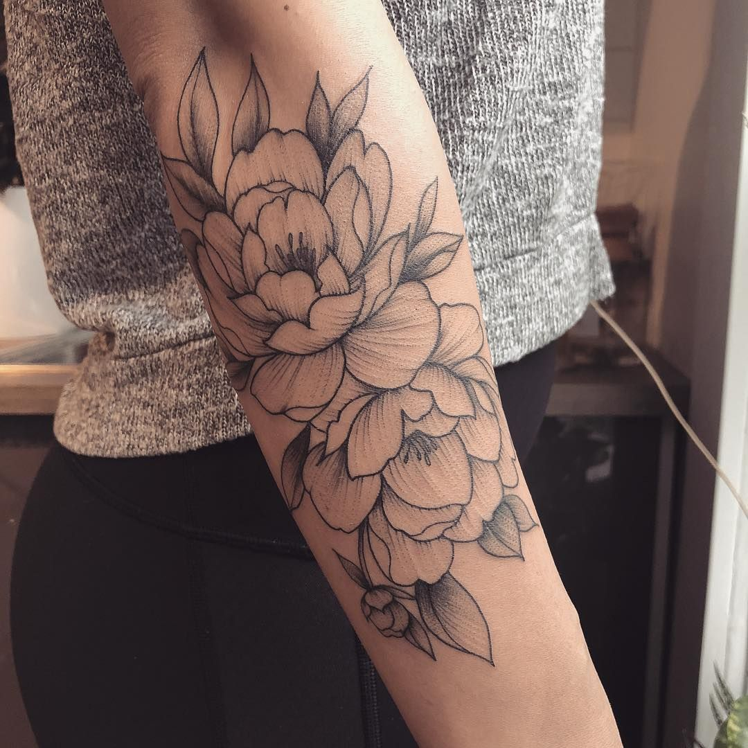 Photo of Eye-Catching Blackwork Tattoos Capture the Delicate Beauty of Flowers