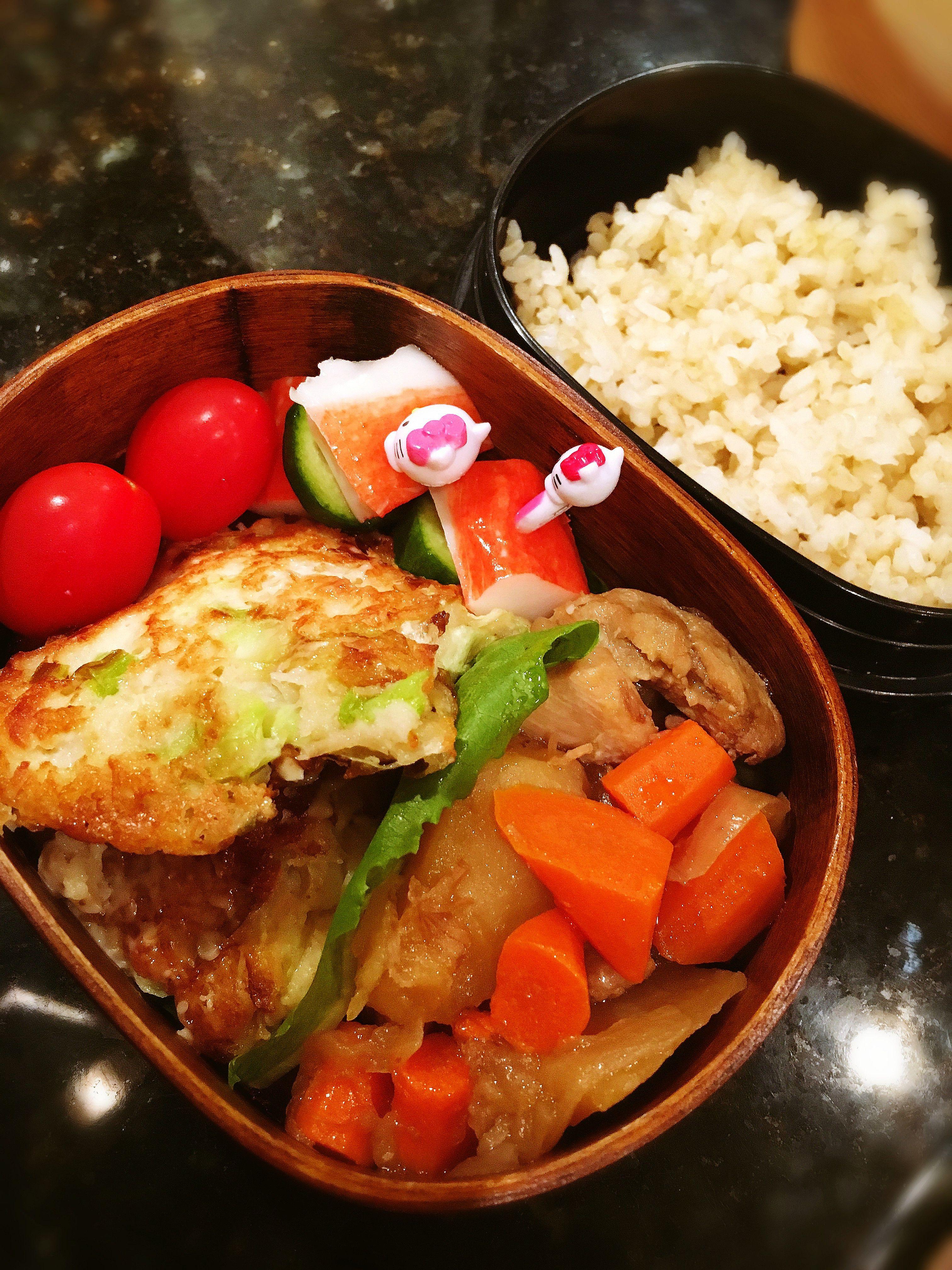 肉じゃがおやき弁当 Meat and potato stew, cabbage, green onion and yam pancake, fake crab and cucumber skewer, cherry tomatoes.
