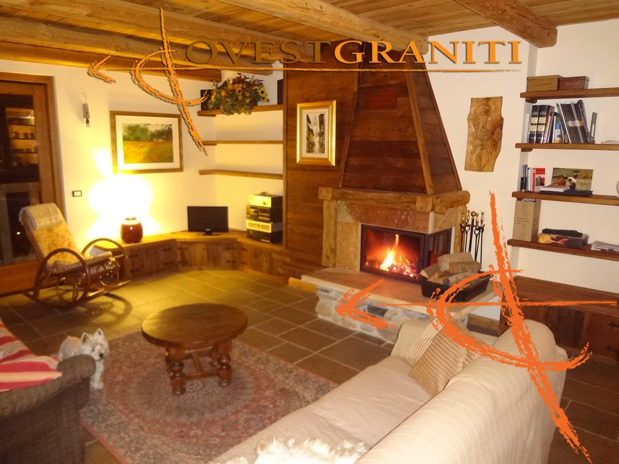 Camino In Pietra E Legno : Caminetto e ambientazione pietra di luserna a spacco e legno